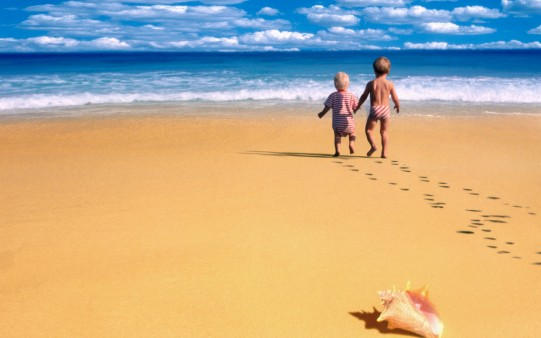 cute-child-beach